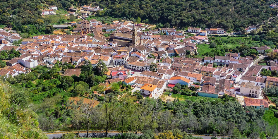Guided walking adventure in the white-washed villages of Green Spain