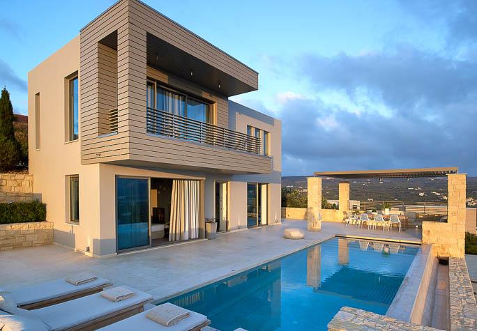 Cretan sun and top discounts with Youphoria Villas